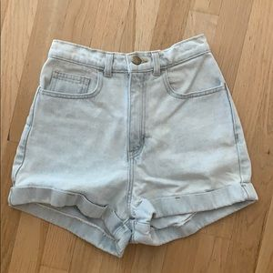 Light wash high-wasted shorts size 26